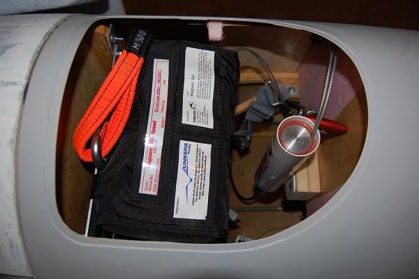 Parachute derrière le siège